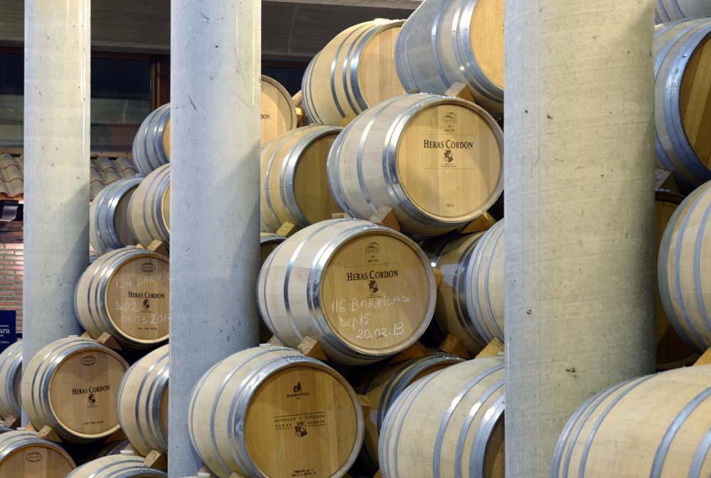 Sala de barricas Bodegas y viñedos Heras Cordón